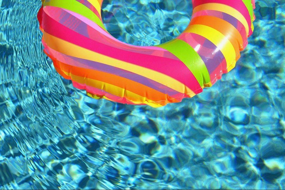 La piscina hinchable con asientos más original